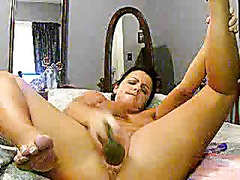 Webcam MILF With A Cucumber For Her Cunt