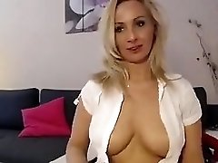 Webcam Model 1sexytigress Posing On Bed