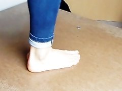 Wonderful Barefeet Cockcrush Dancing In Jeans With Cumshot