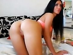 Doll Shows Her Ass On Cam