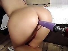 Lorywow Shows Off Her Ass